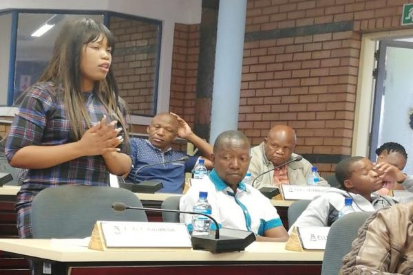 MMC for Corporate Services addressing Council Meeting